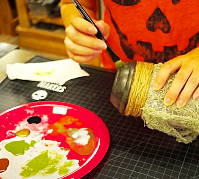 Make A DIY Lamp - Halloween Lamp - Haunted House Ideas