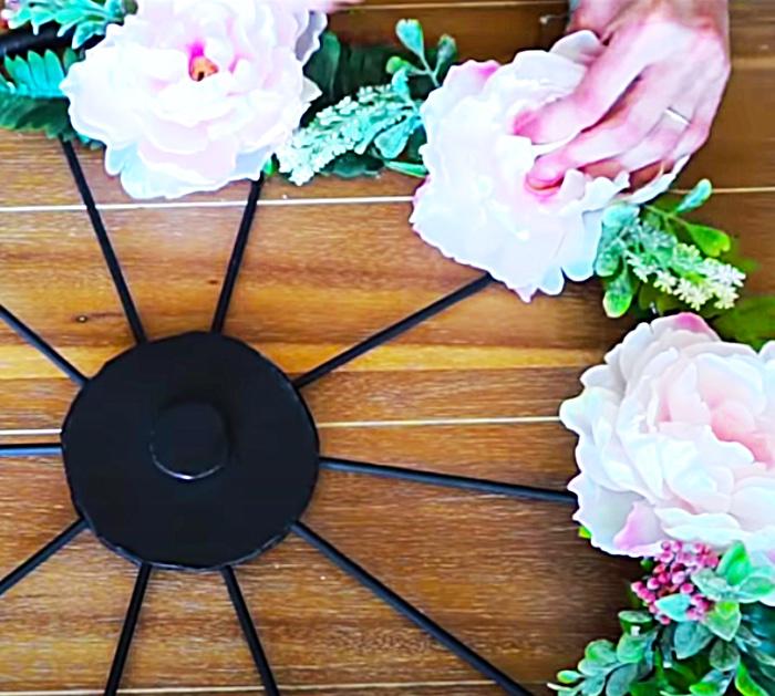 Faux Flower Ideas - How To Make A Wagon Wheel Wreath - DIY Decor Ideas