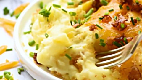Garlic Cheddar Mashed Potato Bake Recipe | DIY Joy Projects and Crafts Ideas