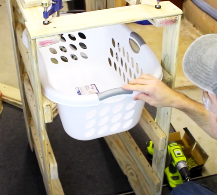 DIY Laundry Basket Holder - DIY Recycled Pallet Project - _ Laundry Caddy