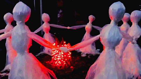 DIY Plastic Bag Halloween Lawn Ghosts | DIY Joy Projects and Crafts Ideas