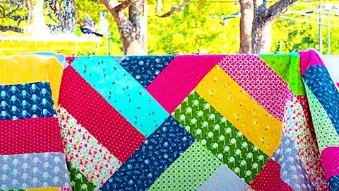 Half-Yard Shortcut Quilt With Free Pattern | DIY Joy Projects and Crafts Ideas