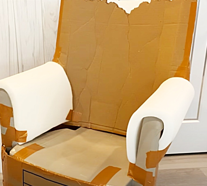 DIY Throne Chair - Remake Plastic Garden Furniture - Home Decor Ideas