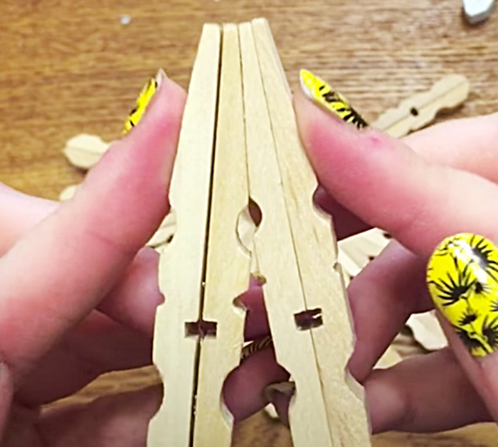 How To Make A DIY Trivet - Clothespin Trivet - Clothespin DIY