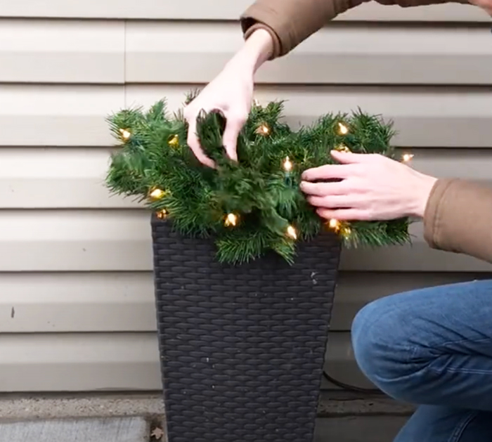 Easy Christmas Planter - Outdoor Decorating - Outdoor Lanterns