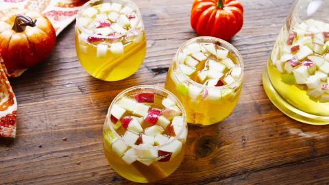 How To Make Pumpkin Pie Sangria | DIY Joy Projects and Crafts Ideas
