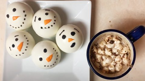 Snowman Hot Chocolate Bomb Recipe   DIY Joy Projects and Crafts Ideas