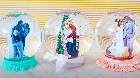 How To Make A Photo Snow Globe   DIY Joy Projects and Crafts Ideas