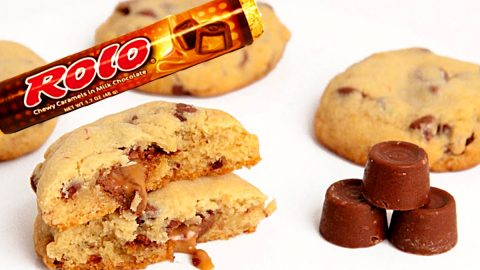 Rolo Stuffed Chocolate Chip Cookie Recipe | DIY Joy Projects and Crafts Ideas