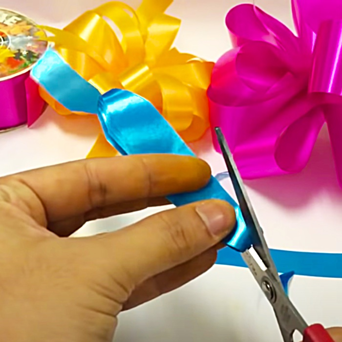 Easy Gift Bow Ideas - How To Make a Bow - Easy Bow Ideas