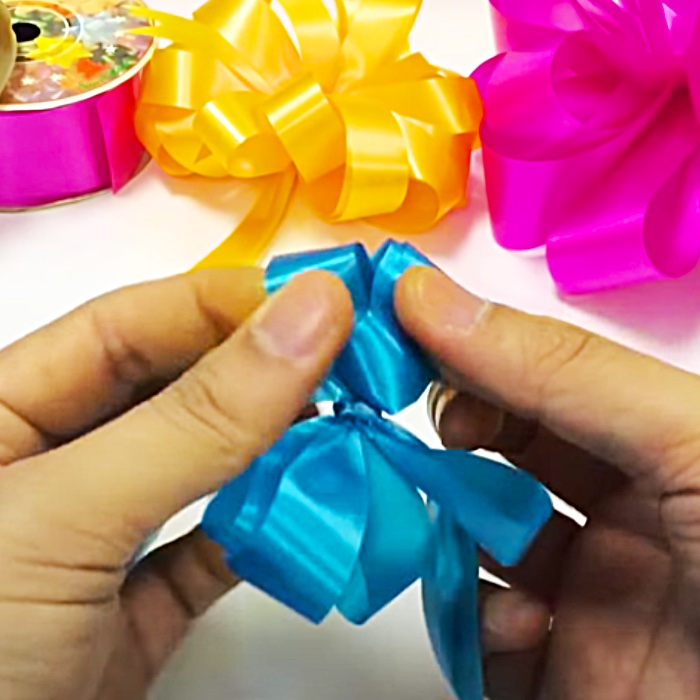 How To Make A Gift Bow - Easy Bow Making - Christmas Wrapping Ideas