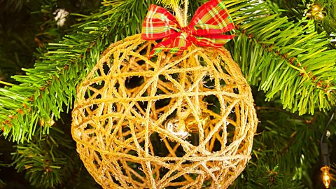 How To Make A Farmhouse Twine Christmas Ornament | DIY Joy Projects and Crafts Ideas