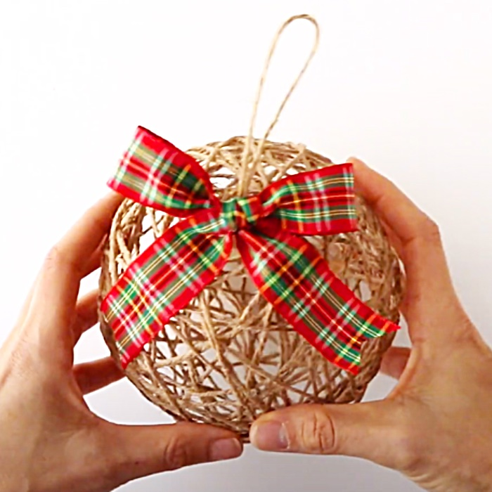 DIY Crafts For Christmas - How To Make Twine Ornaments - Easy Christmas Tree Ideas