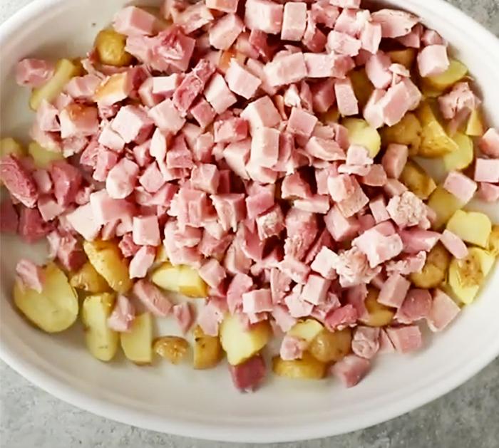 "Wie man gebackene Kartoffeln mit Schinken-Auflauf-Rezept macht - Schinken-Rezepte - zweimal gebackene Kartoffel-Rezepte ""width ="" 700 ""height ="" 629 ""data-pin-description ="" Wie man gebackene Kartoffeln mit Schinken-Auflauf-Rezept macht - Schinken-Rezepte - zweimal gebacken Kartoffelrezepte ""srcset ="" https://cdn.shortpixel.ai/client/q_glossy,ret_img,w_700/https://diyjoy.com/wp-content/uploads/2020/12/Twice-Baked-Potato-With- Ham-Casserole-Recipe-1.jpg 700w, https://cdn.shortpixel.ai/client/q_glossy,ret_img,w_300/https://diyjoy.com/wp-content/uploads/2020/12/Twice-Baked -Potato-With-Ham-Casserole-Recipe-1-300x270.jpg 300w ""Größen ="" (maximale Breite: 700px) 100vw, 700px ""/>   <figcaption id="