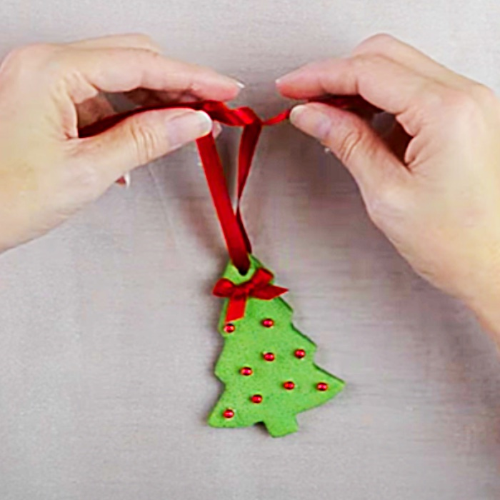 Dollar Tree DIY - Easy Holiday Decor - Homemade Ornament Ideas