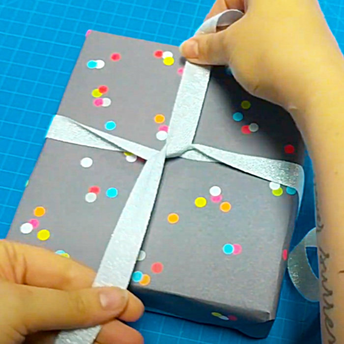 How To Tie A Ribbon On A Gift - Gift Wrapping Ideas - Gift Bow Ideas