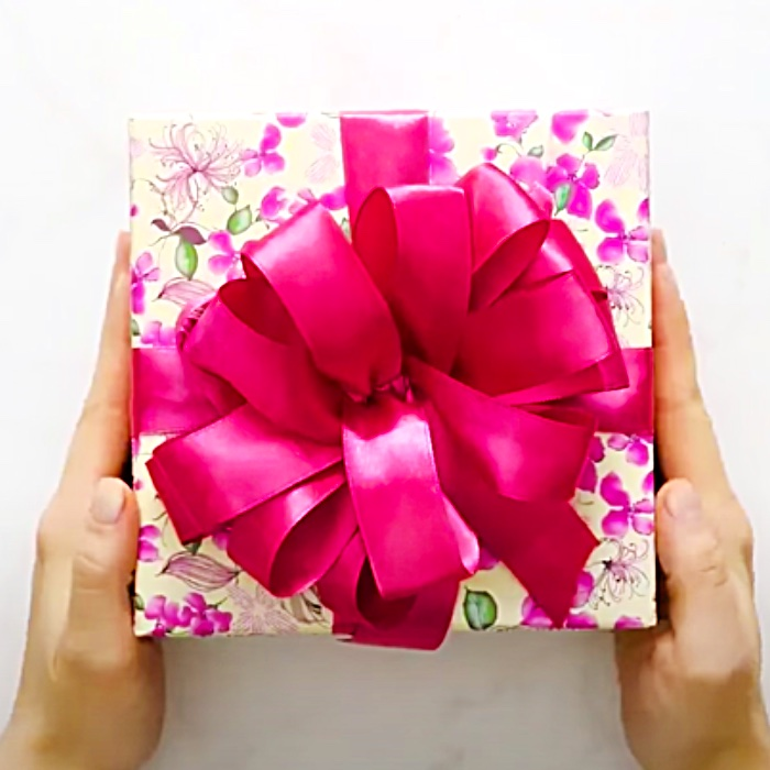 Easy Gift Wrapping Ideas - Professional Looking Gift Wrap Ideas - How To Wrap A Beautiful Gift