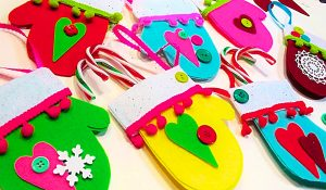 DIY Felt Mitten Card Holder Ornaments With Free Pattern