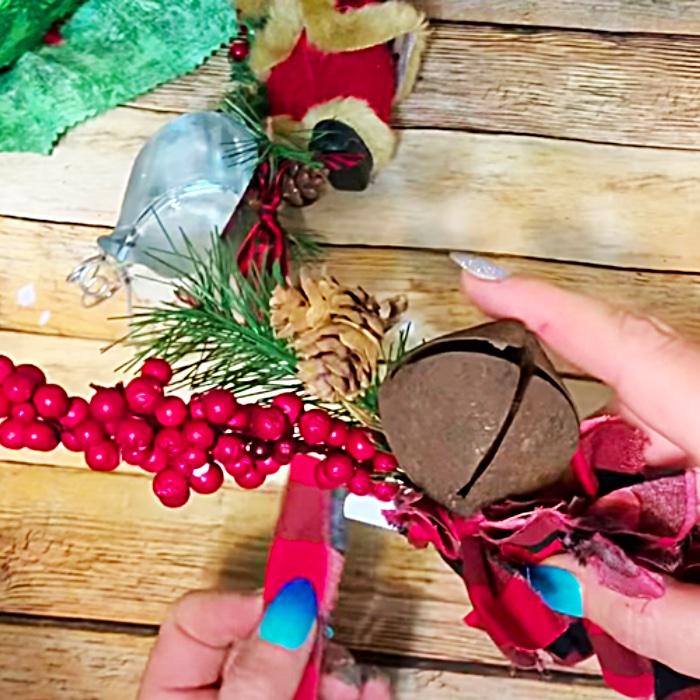 Handmade Christmas Tree - DIY Dollar Tree Christmas Ideas - DIY Holiday Home Decor