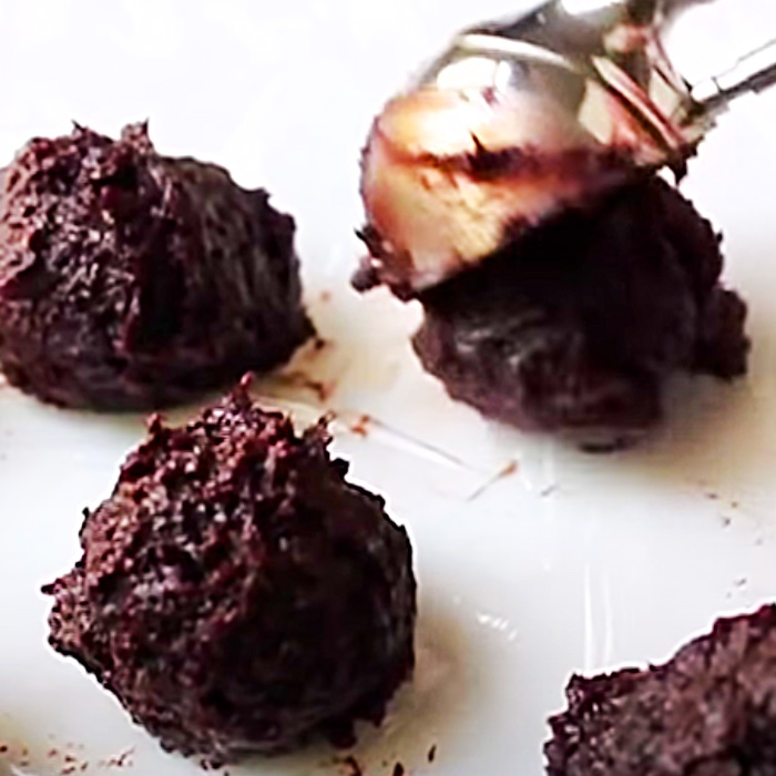 How To make Brownie Rum Balls - Holiday Candy Ideas - Holiday Gift Ideas