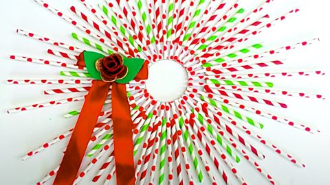 How To Make A Straw Christmas Wreath | DIY Joy Projects and Crafts Ideas