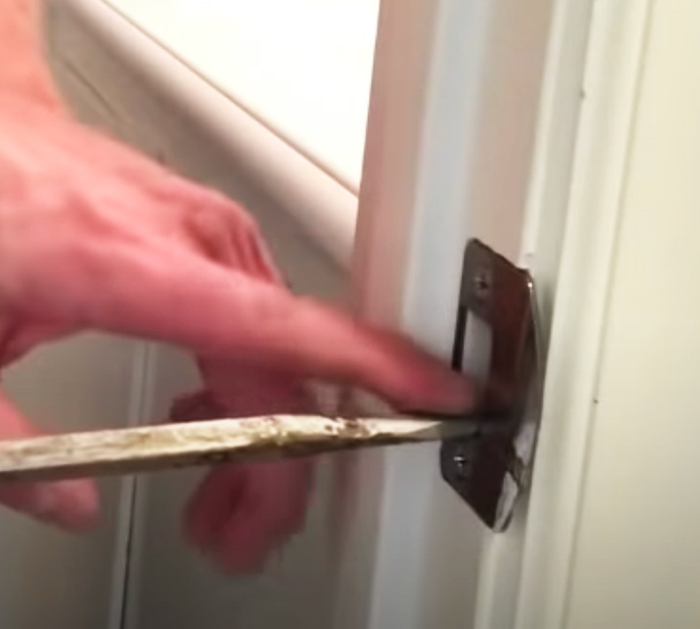 3 Easy Ways To Fix Doors That Won't Latch - DIY Household Tips - Fix Unclosed Door