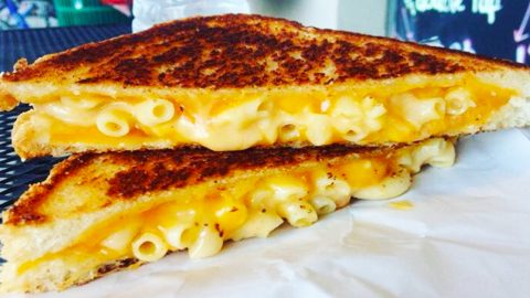 How To Make A Grilled Mac And Cheese | DIY Joy Projects and Crafts Ideas