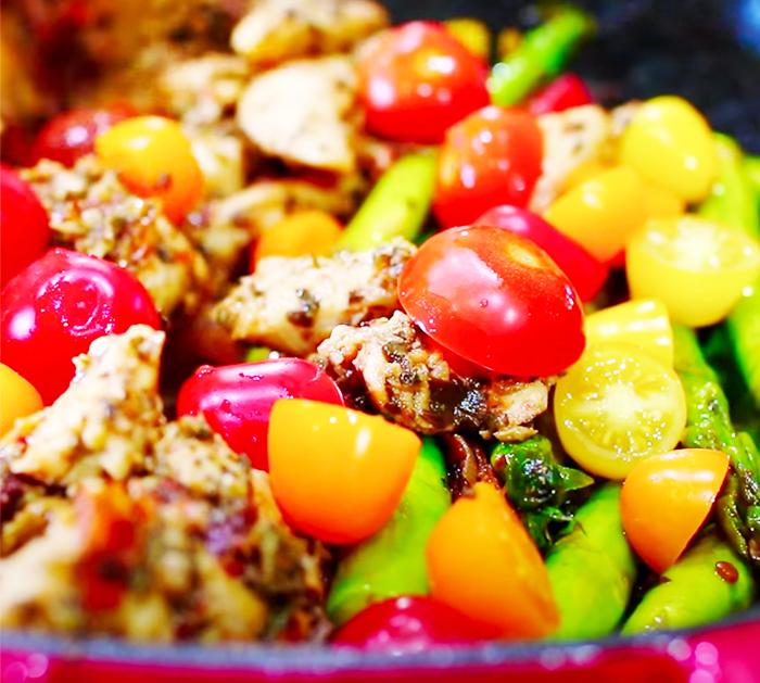 How To Make Pesto Chicken and Asparagus - Pesto Chicken Recipes - Stir Fry Recipes