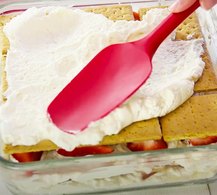 Easy Strawberry Cake - Homemade Cake Recipes - No Bake Recipes - No Bake Desserts