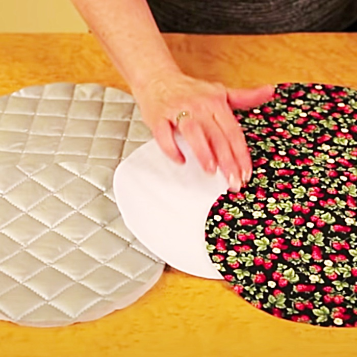 How To make A Round Potholder - Easy Sewing Ideas - Sew An Easy Pot Holder