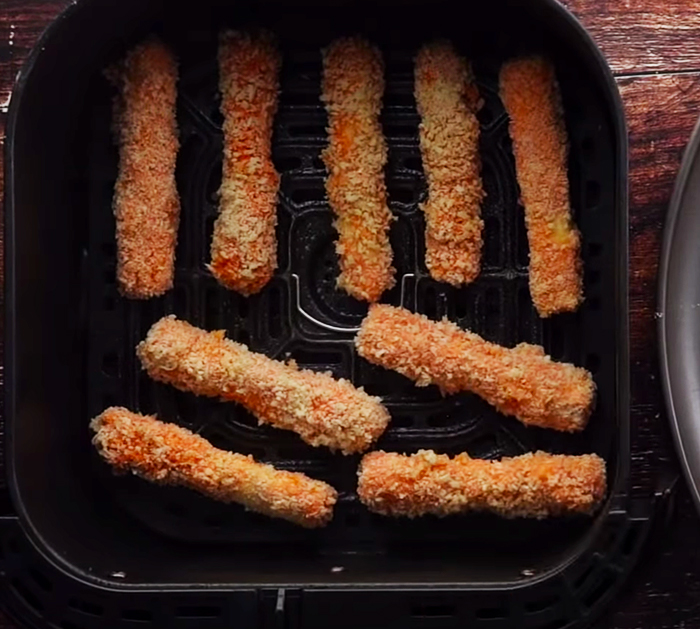 85 Calorie Air Fryer Mozzarella Sticks Recipe! | Low Calorie, Low Carb, High Protein!