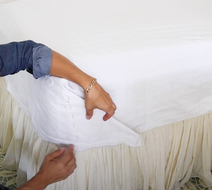 DIY Top Sheet for Bed - Easy Sewing for Bed Sheets - DIY Bed Sheets