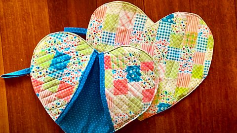 How To Make A Heart-Shaped Oven Mitts | DIY Joy Projects and Crafts Ideas