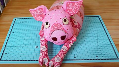 How To Make A Patchwork Pig With Free Pattern   DIY Joy Projects and Crafts Ideas
