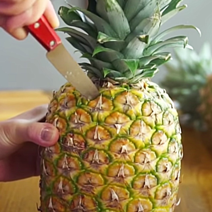 Pineapple Peeling Hack - How To Cut A Pineapple - Easy Way To Cut Pineapple