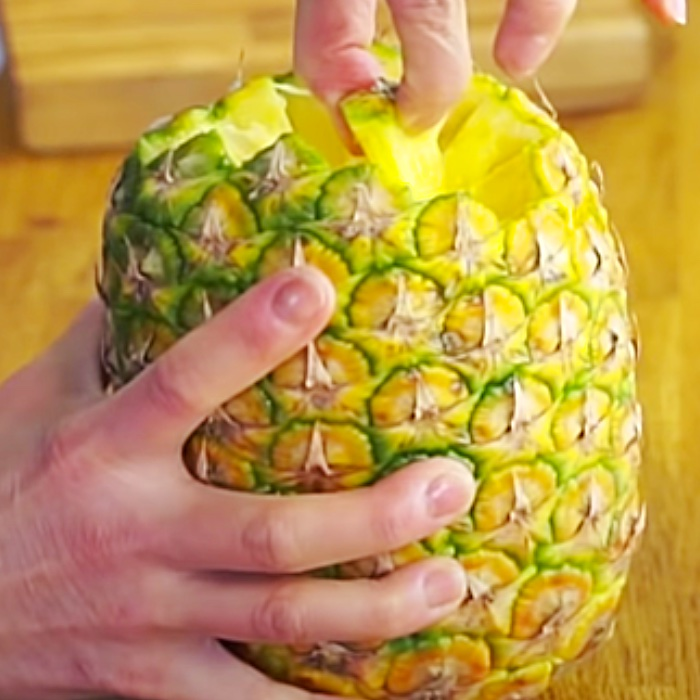 Easy Way To Eat Pineapple - How To Cut And Eat Pineapple - Fruit Cutting Ideas