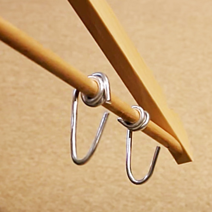DIY Coat Hanger Hacks - Quick Organization Ideas - How To Make A Purse Holder From A Coat Hanger