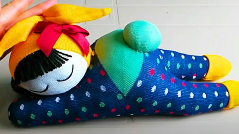 How To Make A Sleepy Sock Doll | DIY Joy Projects and Crafts Ideas