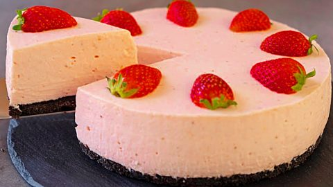 No-Bake Strawberry Cheesecake Recipe | DIY Joy Projects and Crafts Ideas