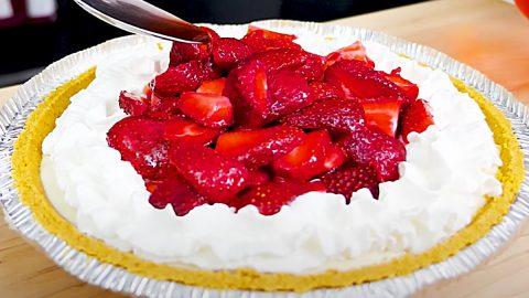 Strawberry Cream Pie Recipe | DIY Joy Projects and Crafts Ideas