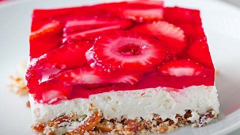 Strawberry Pretzel Salad Bars Recipe | DIY Joy Projects and Crafts Ideas