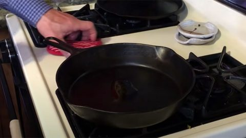 How To Clean A Cast Iron Skillet | DIY Joy Projects and Crafts Ideas