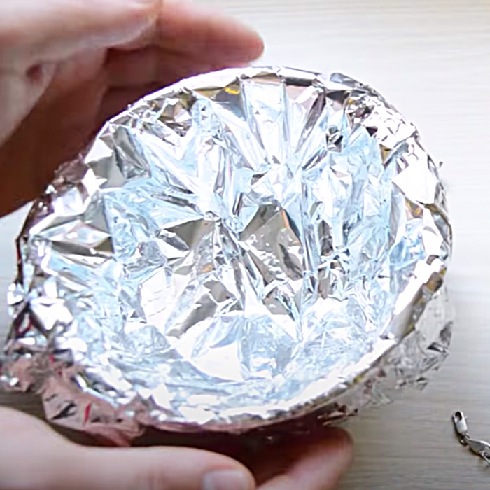 Aluminum Foil Hacks - Easy Way To Clean Jewelry - All Natural Silver Cleaner