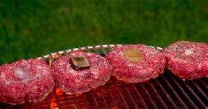 How to Use Ice Cubes to Make The Perfect Hamburger