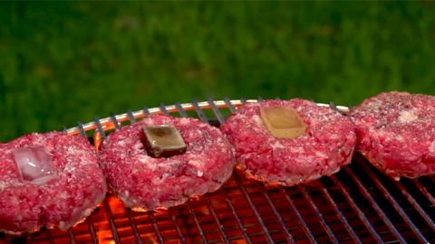 How to Use Ice Cubes to Make The Perfect Hamburger | DIY Joy Projects and Crafts Ideas