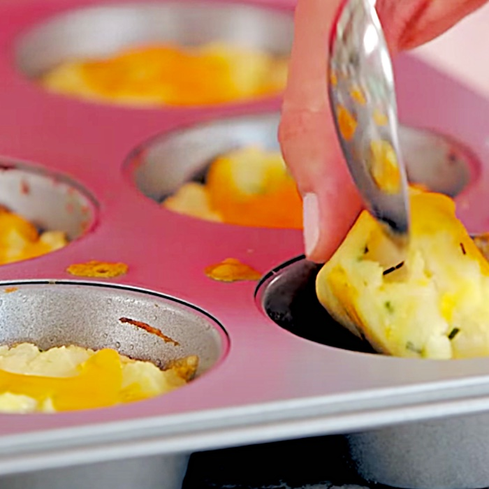 "Wie man Muffins aus Kartoffelpüree macht - Einfache Kartoffelideen - Lustige herzhafte Muffinideen ""width ="" 700 ""height ="" 700 ""data-pin-description ="" Wie man Muffins aus Kartoffelpüree macht - Einfache Kartoffelideen - Spaß herzhaft Muffin-Ideen ""srcset ="" https://cdn.shortpixel.ai/client/q_glossy,ret_img,w_700/https://diyjoy.com/wp-content/uploads/2021/04/mashed-potato-muffins-2. jpg 700w, https://cdn.shortpixel.ai/client/q_glossy,ret_img,w_300/https://diyjoy.com/wp-content/uploads/2021/04/mashed-potato-muffins-2-300x300.jpg 300w, https://cdn.shortpixel.ai/client/q_glossy,ret_img,w_150/https://diyjoy.com/wp-content/uploads/2021/04/mashed-potato-muffins-2-150x150.jpg 150w ""Größen ="" (maximale Breite: 700px) 100vw, 700px ""/></a><figcaption id="