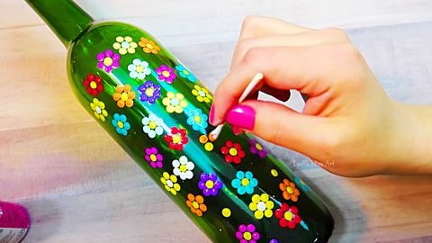 Free Craft Idea: Turn A Leftover Wine Bottle Into Colorful Art | DIY Joy Projects and Crafts Ideas