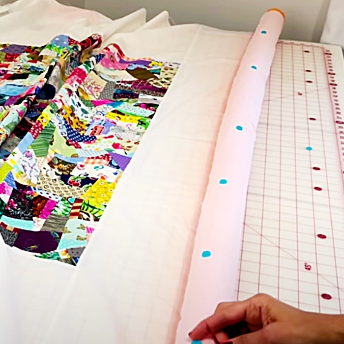 Sewing Ideas - How To Baste A Quilt - Pool Noodle Hacks