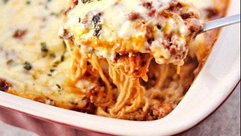 Million-Dollar Spaghetti Casserole Recipe | DIY Joy Projects and Crafts Ideas