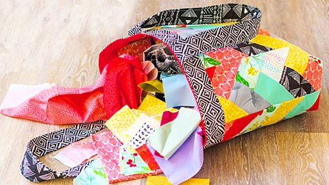 How To Make A Jelly Roll Quilted Tote Bag | DIY Joy Projects and Crafts Ideas